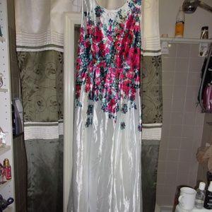 Dresses & Skirts - Elegant Twinsix Floor Length Long Satiny Floral Dr